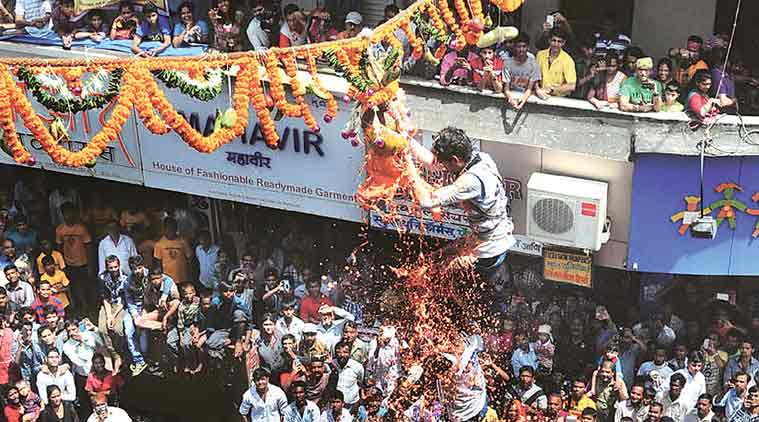 Krishna Janmashtami Dahi Handi 2016 Live Celebration Images & Pictures