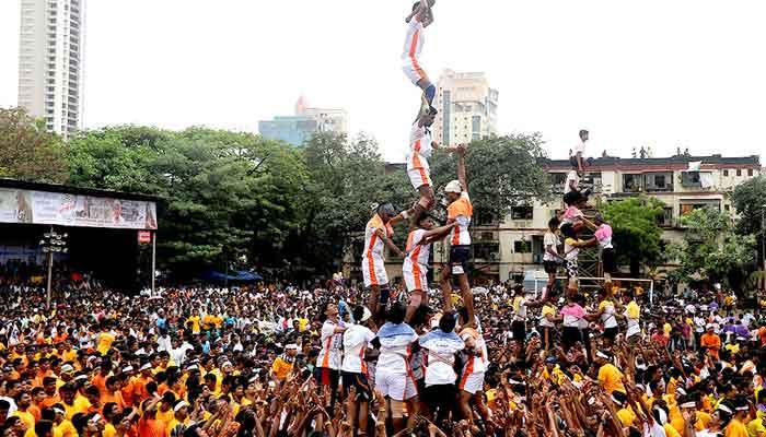 Krishna Janmashtami Dahi Handi 2016 Live Celebration Images & Pictures (3)