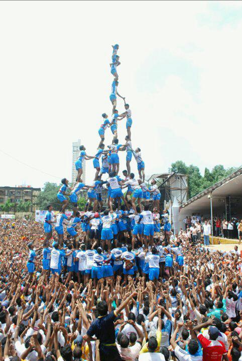 Krishna Janmashtami Dahi Handi 2017 Live Celebration Images & Pictures