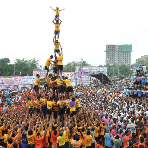Krishna Janmashtami Dahi Handi 2016 Live Celebration Images & Pictures (6)