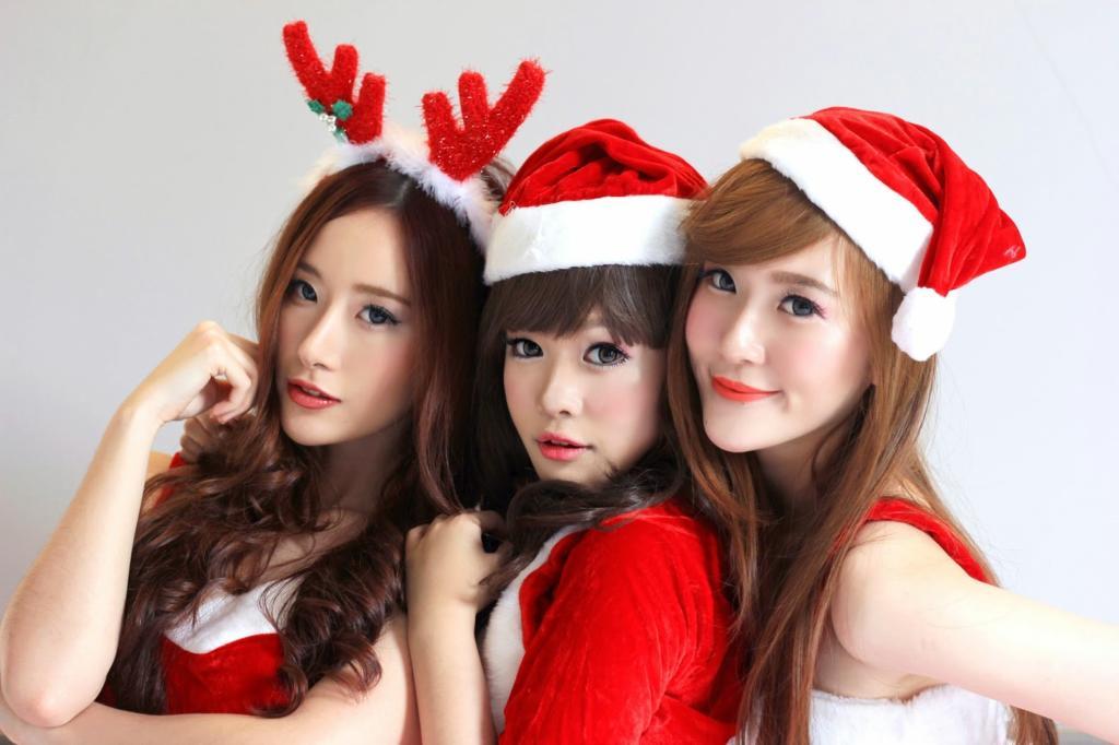 Christmas Girl Dp For WhatsApp